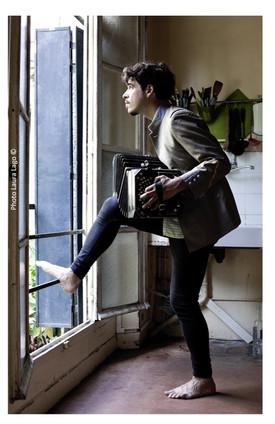 Mariano-Godoy-bandoneoniste-compositeur-musicien-portraits-photographie-par-Laura-Lago-Paris