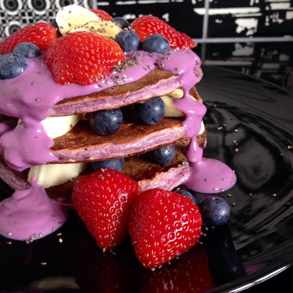 blueberry & yoghurt low-carb pancakes