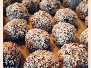 POWER BALLS! Tahini, Peanut Butter, Chia Seed & Coconut
