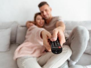 INTIMIDAD EN PAREJA  O VER TV