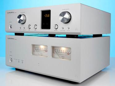 Luxman C-700u og M-700u i What Hi-Fi?