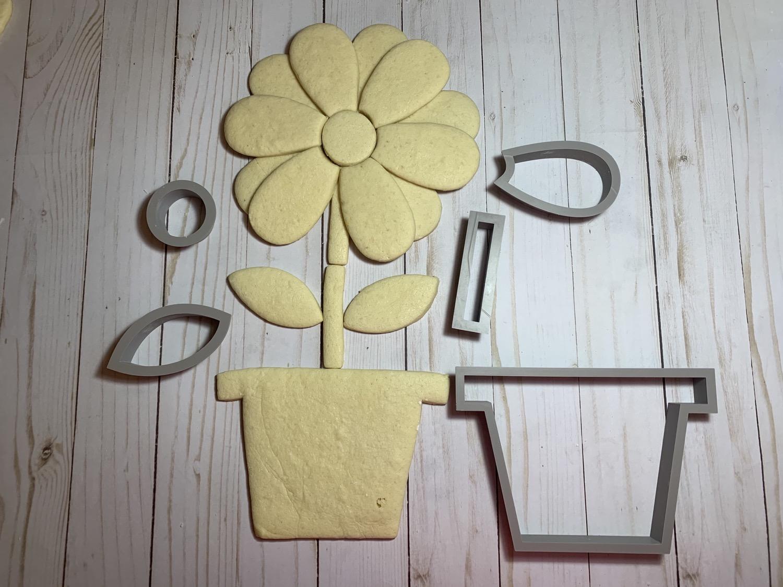 Thumbnail: Flower Cookie Cutter  Platter