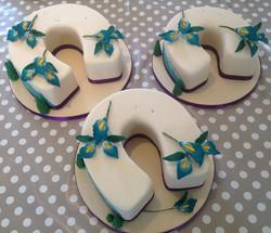 Horseshoe wedding cake
