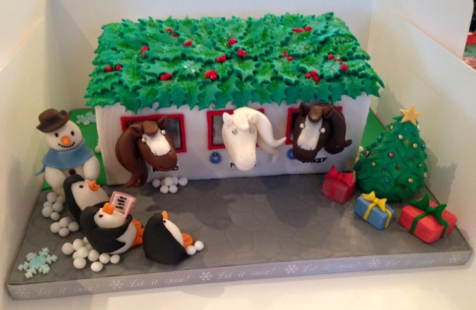 Horse stable Christmas cake