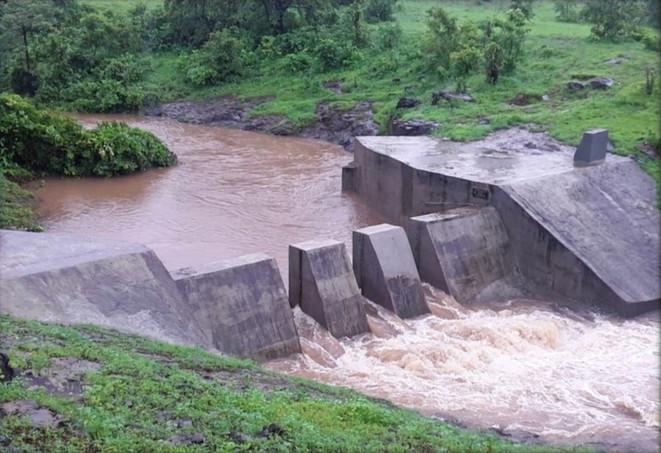 Bund gates opened during monsoons to prevent silt deposition