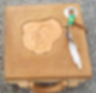 boîte recouverte de cuir repoussé