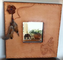 Miroir avec cuir martelé