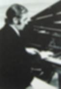 Шарль Азнавур за роялем (фото)