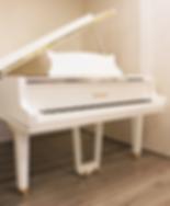 Белый кабинетный рояль Петроф Petrof фото