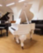 Белый мини рояль рококо S. Ritter (фото справа)