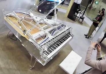 Прозрачный рояль Kawai (фото)