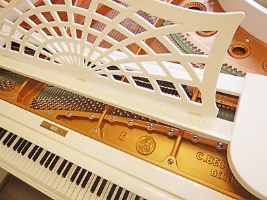 Дешёвый модернизированный белый рояль К. Бехштейн (фото)