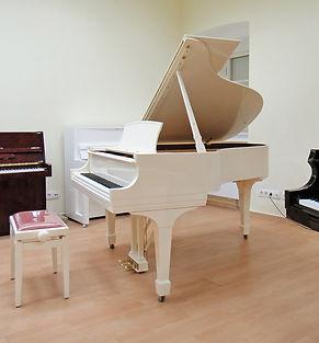 Белый кабинетный рояль Steinway Sons Нью-Йорк фото
