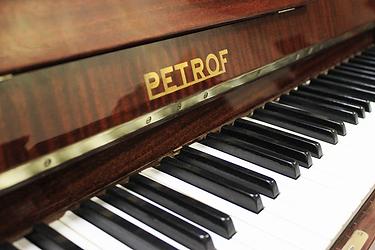 Пианино Петрофф коричневой отделки (фото)