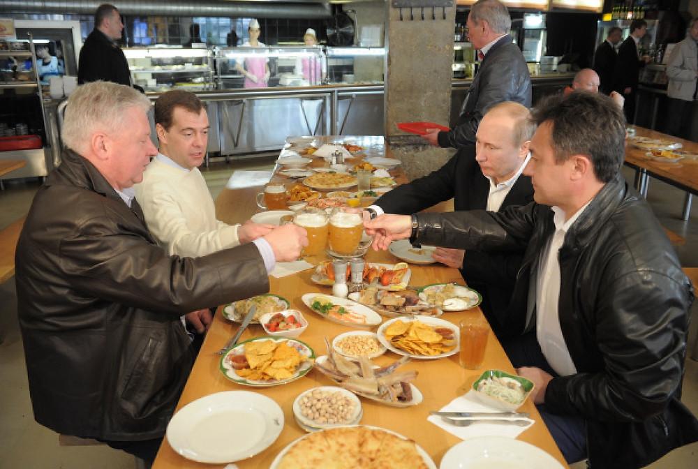 Мы предлагаем купить вареных раков в Москве всем любителям этого оригинального и полезного кушанья. Приготовленное по классическому рецепту и вовремя доставленное блюдо станет украшением вашего стола.