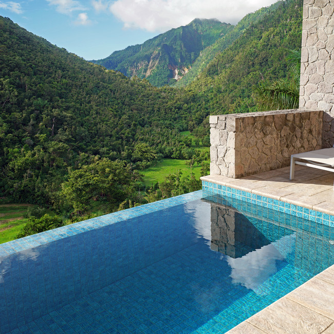 EXPERIENCE MODERN COMFORT WITHIN 200 ACRES OF LUSH, SECLUDED WILDERNESS AND LUXURIANT TROPICAL GARDENS