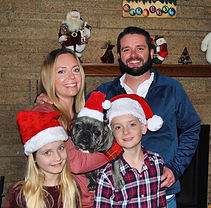 Family-photo-with-french-bulldog.jpg