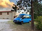blauer Bus in gabellino Juli 2020.jpeg