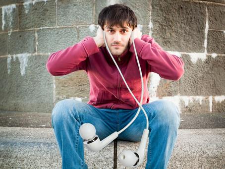 Πράγματα που αγνοούμε και θέτουν σε κίνδυνο την ακοή μας