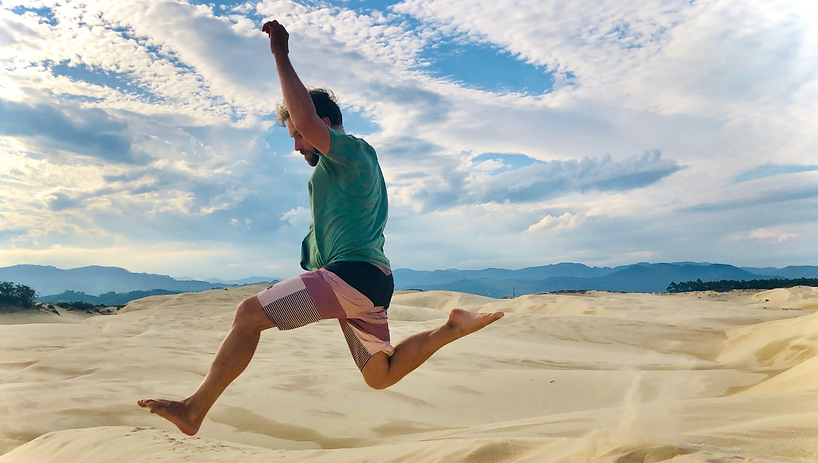 Jump-in-the-dunes.png