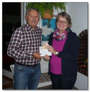 """Herr Bernd Homberg    feierte seinen Geburtstag  und verzichtete auf Geschenke. Dabei kamen 500,00 € zusammen, die persönlich an Frau Bogensperger überreicht werden konnten. Auf diesem Weg ein herzliches """"Vergelt's Gott"""" an den Jubilar!"""