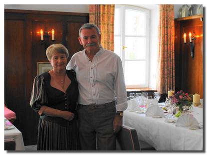 """""""140-Jahrfeier"""" - ein toller Erfolg für die Kinderkrebshilfe Ebersberg  Brigitte und Michael Breitenfelder wünschten sich anlässlich Ihrer """"140-Jahrfeier"""" (70 + 70) am 28. April 2012 Geld statt Geschenke für gute Zwecke."""