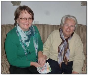 """Frau Franziska Weinzierl aus Gmaind feierte Ihren 80. Geburtstag gemeinsam mit ihrer Familie, Freunden und Nachbarn. Sie bat die Gäste auf persönliche Geschenke zu verzichten und statt dessen eine Spende zugunsten der """"Aktion Paula"""" zu tätigen. Dabei kamen 780 € zusammen, die schon bald persönlich an Frau Bogensperger überreicht werden konnten."""