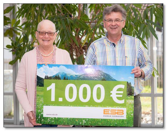 Mitarbeiter der Energie Südbayern 'Schafkopfen' und helfen so der Kinderkrebshilfe Ebersberg e.V.