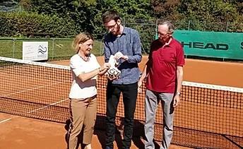 Kaffeeklatsch für guten Zweck: Tennisclub Zorneding spendet 835 € aus Kuchenverkäufen