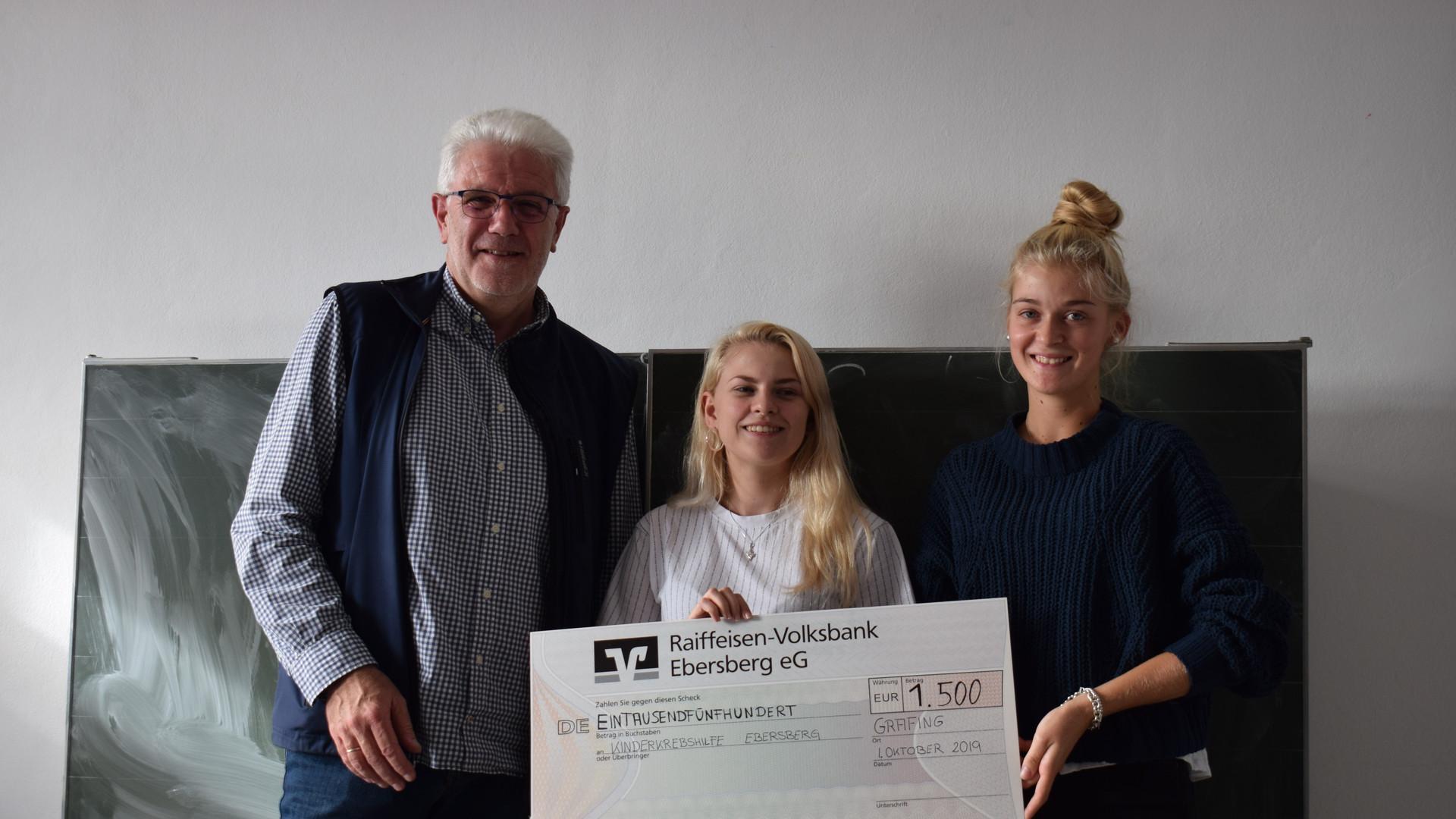 """P-Seminar des Grafinger Gymnasium """"ertanzt"""" stolze 1.506, 41 € für die Kinderkrebshilfe Ebersberg e.V."""