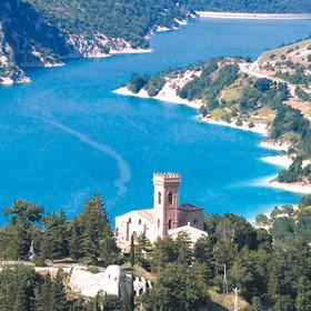 Veduta panoramica del Lago di Fiastra