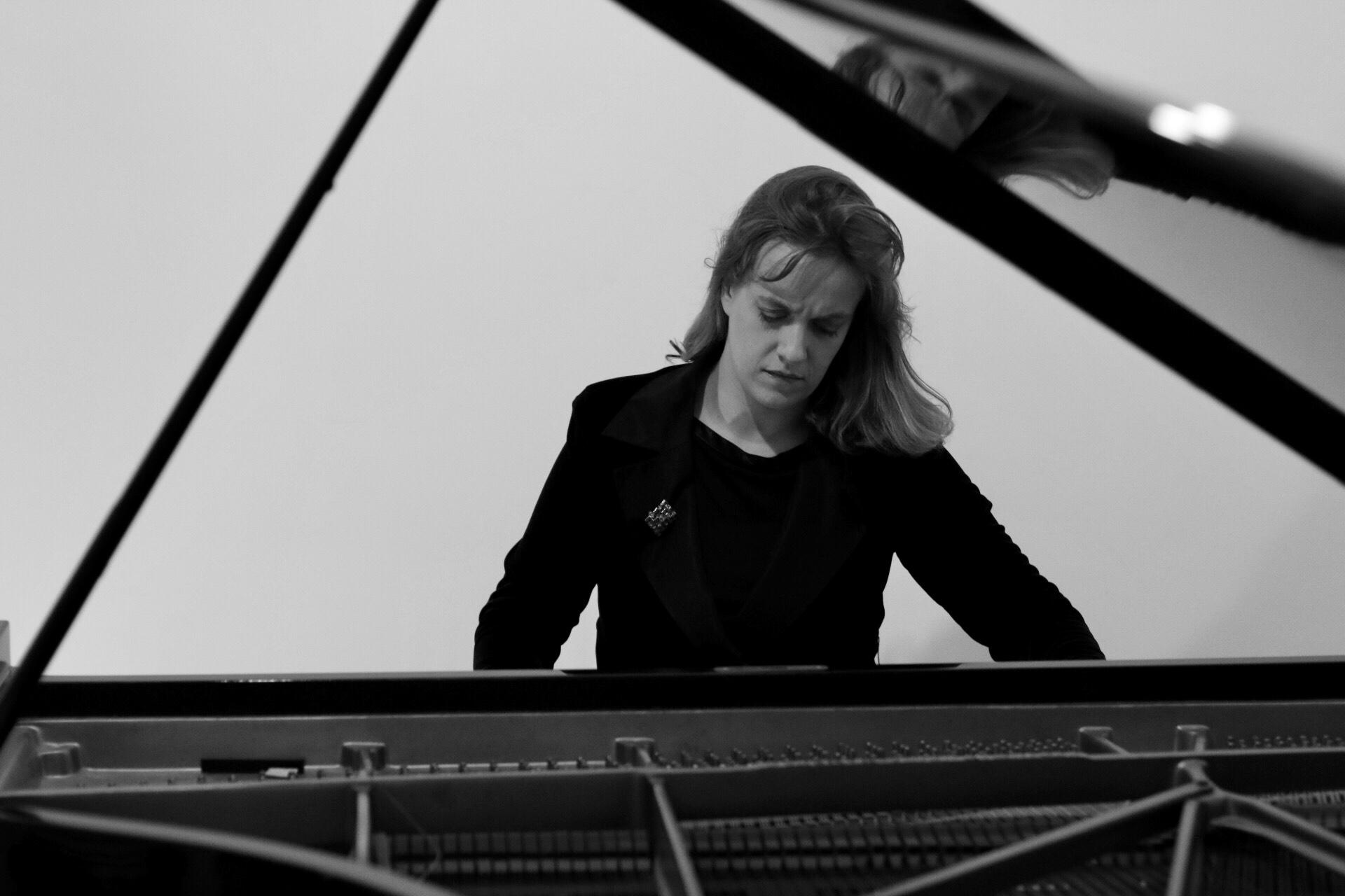 JB piano b/w