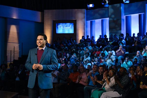 Dr_Nandi_Horizontal_Large_Audience.jpg