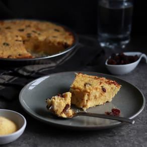 Gâteau de polenta à la noix de coco et raisins secs