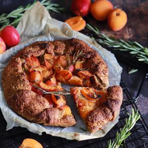 Tarte rustique abricots romarin