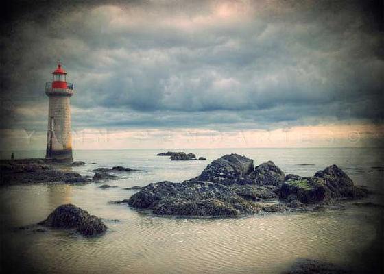 série photographie artistique paysages urbains, Après la tempête, phare, image marine