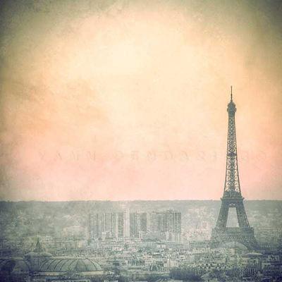 série photographie artistique paysages urbains, aube sur Paris et la tour Eiffel