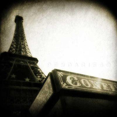 série photographie artistique paysages en noir et blanc, Paris et la tour Eiffel