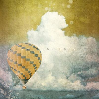 série photographie artistique paysages de nature en Europe, paysage de ciel avec des nuages et une montgolfière