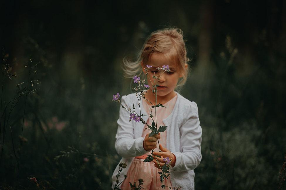 girl-with-flowers_janko-ferlic-OvECYAFNy