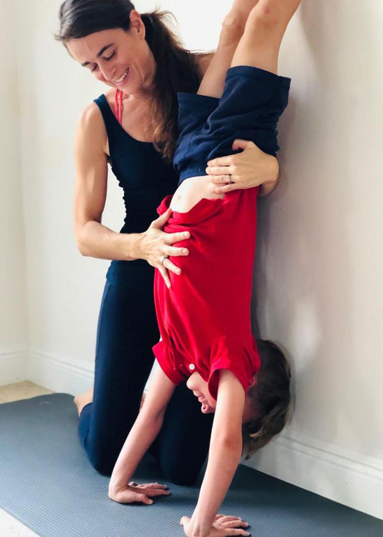 Yoga enfants : Inversion assistée
