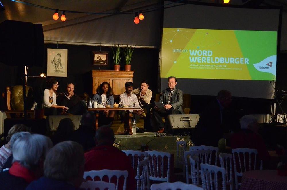 Arul Durai tijdens het sofa-gesprek op het 'Word Wereldburger' gebeuren in Wereldhuis West-Vlaanderen te Roeselare op 23 oktober 2015.