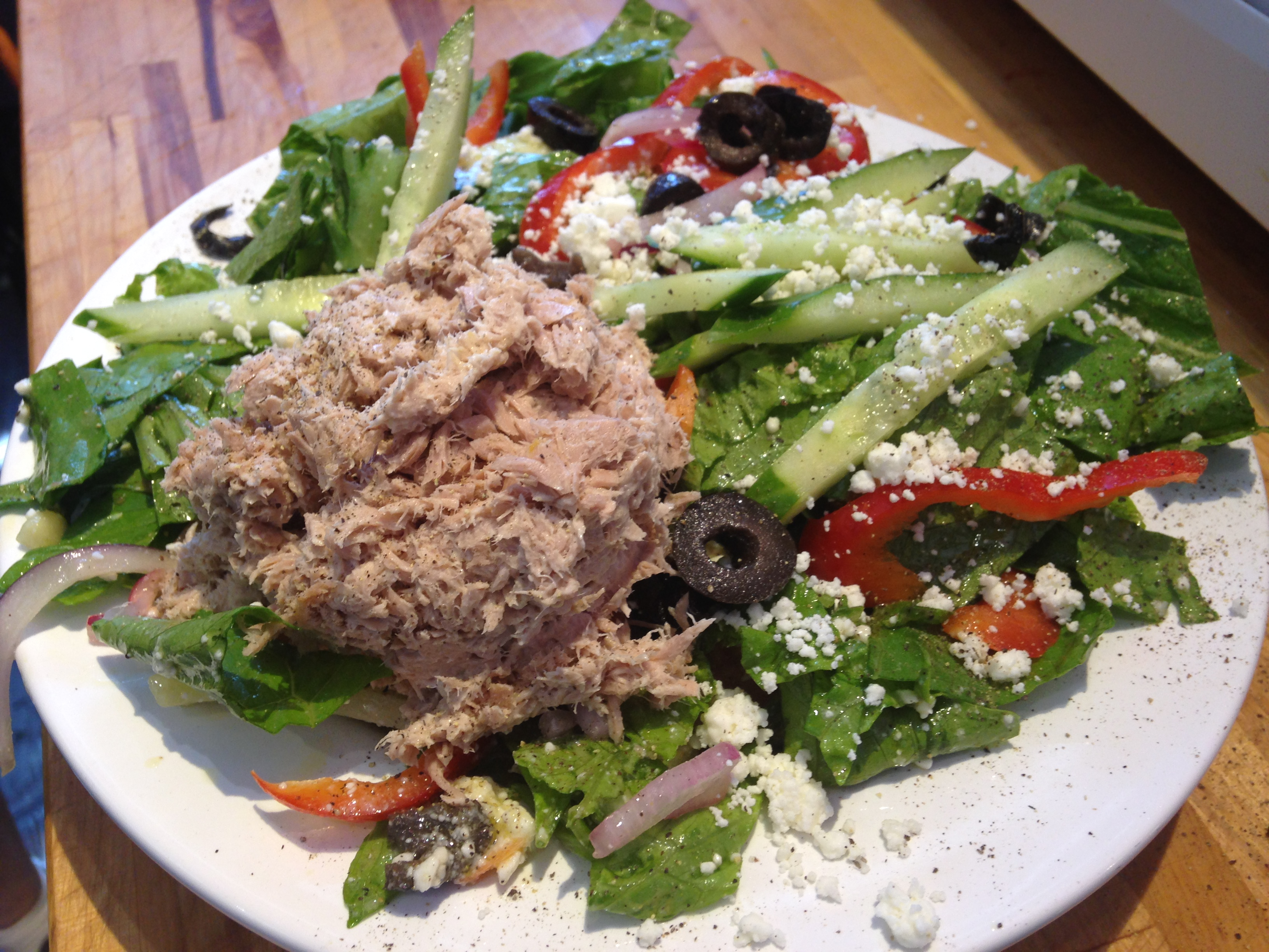 GREEK SALAD WITH TUNA ADDED