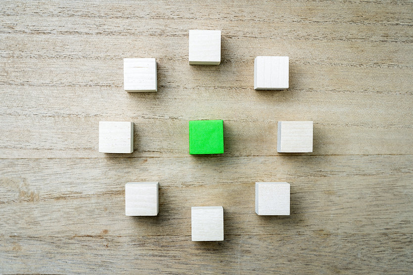 eight-square-wooden-blocks-in-circle-7UE