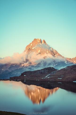 Couché de soleil sur le Pic du Midi d'Ossau et le lac Gentau
