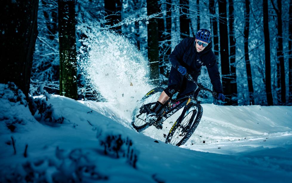 Mountainbike_Snow_02.jpg