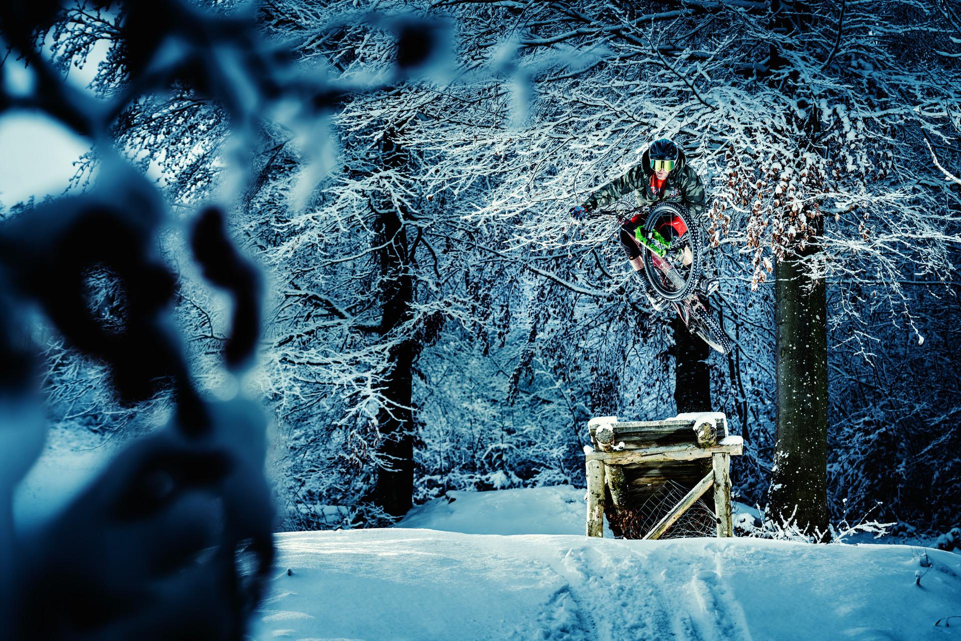 Mountainbike_Snow_01.jpg