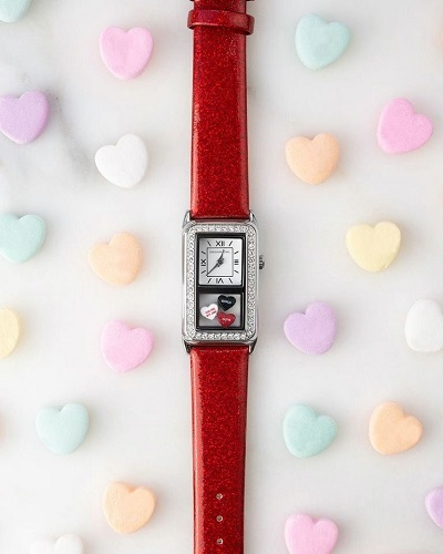 valentine red watch  135576616_381400381