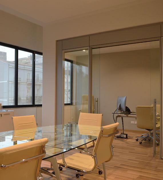 L'intervento ha comportato principalmente la ridefinizione degli spazi da lavoro con l'installazione di grandi vetrate, il progetto illuminotecnico con la realizzazione di lunghi tagli di luce a soffitto, l'installazione nello spazio di rappresentanza di un'opera d'arte.
