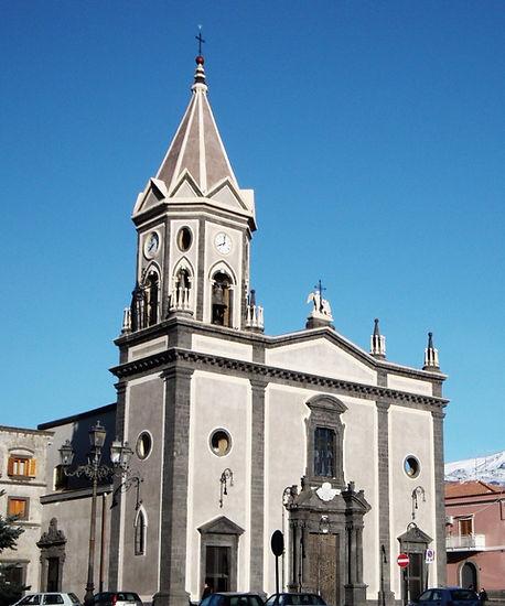 Già ristrutturato alla fine degli anni '90, necessitava del restauro della facciata principale, della facciata laterale e del campanile.